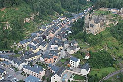 Larochette town and castle 2016-07.jpg