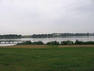 http://upload.wikimedia.org/wikipedia/commons/thumb/4/4c/Lasin_jezioro.jpg/320px-Lasin_jezioro.jpg
