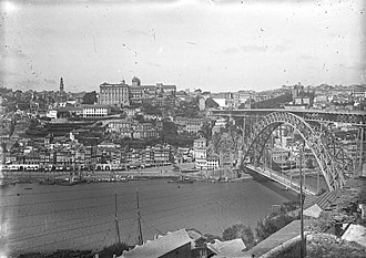 Dom Luís I Bridge - A turn of the century perspective of the bridge, taken northward from Vila Nova de Gaia