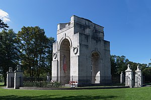 Victoria Park, Leicester - Image: Leicester War Memorial Summer 09 oblique view