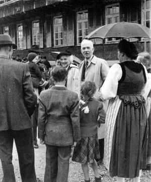 Karl Lennart Oesch - Oesch visiting his Swiss relatives in May 1952.