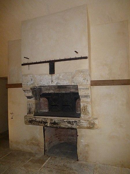 File:Les anciennes cuisines du chateau de kerguéhennec - panoramio.jpg