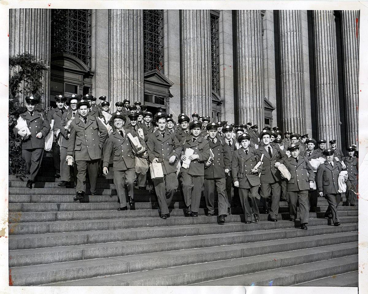 Letter Carriers in New York City (2550222113).jpg