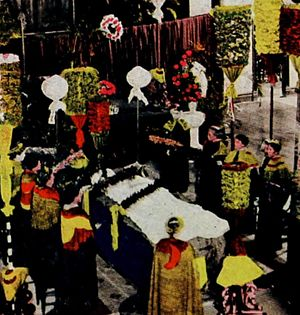 Death and state funeral of Liliuokalani - Liliuokalani lying in state at Kawaiahaʻo Church, no casket,  covered only with an ivory-colored shroud