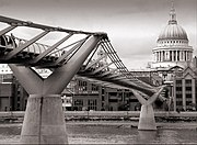 London millennium wobbly bridge