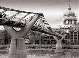 London millennium wobbly bridge.jpg