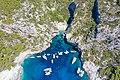 Luftbild von der Bucht Stiniva auf der Insel Vis in Kroatien (48608286123).jpg