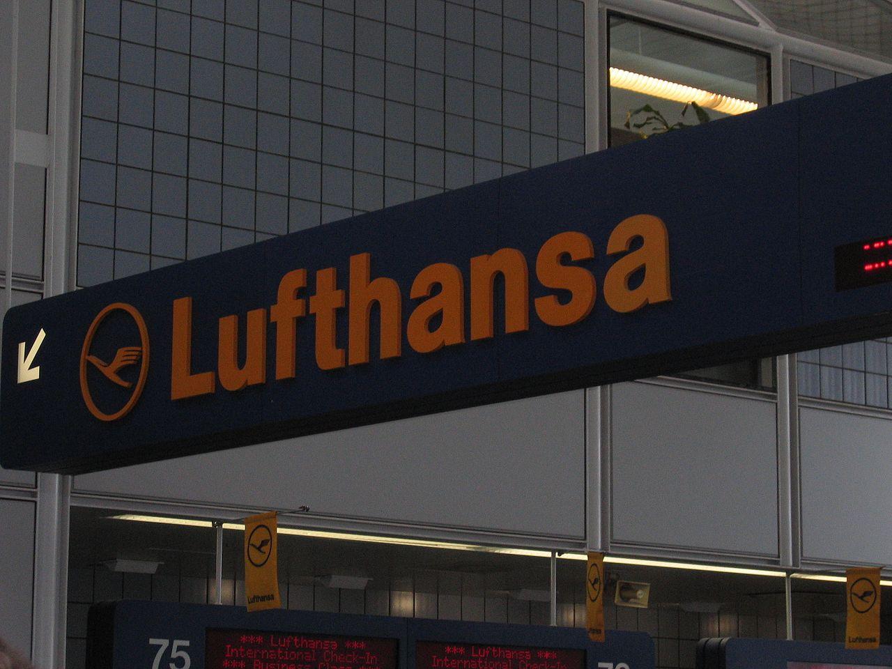 Lufthansa logo at O'Hare.jpg