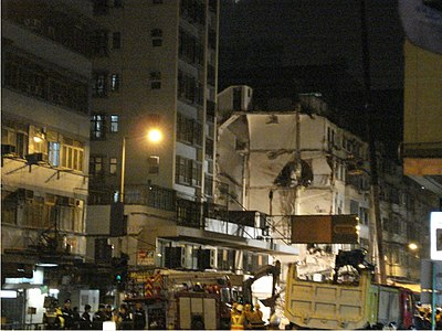 The collapsed building was along Ma Tau Wai Road. The surrounding buildings might be in danger. The photo shows the situation at 11:40pm on January 29 .
