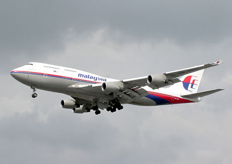 Malaysia Airlines B747-400 9M-MPH by Adrian Pingstone