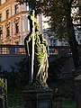 Malostranský hřbitov, náhrobek se svatým Janem Evangelistou.jpg