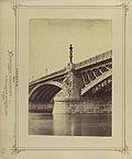 Margit híd a hídpillért díszítő szárnyas nőalakkal, 1876 körül - Budapest, Fortepan 82164.jpg