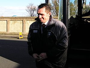 Martin Allen - Allen exiting the Brentford team bus at Victoria Park in 2005.