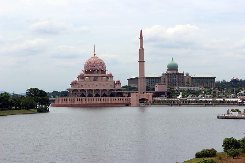 File:Masjid Putra and Perdana Putra.JPG
