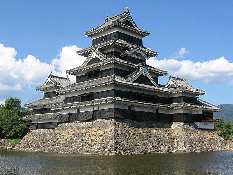 http://upload.wikimedia.org/wikipedia/commons/thumb/4/4c/Matsumoto_Castle_1-1.jpg/800px-Matsumoto_Castle_1-1.jpg
