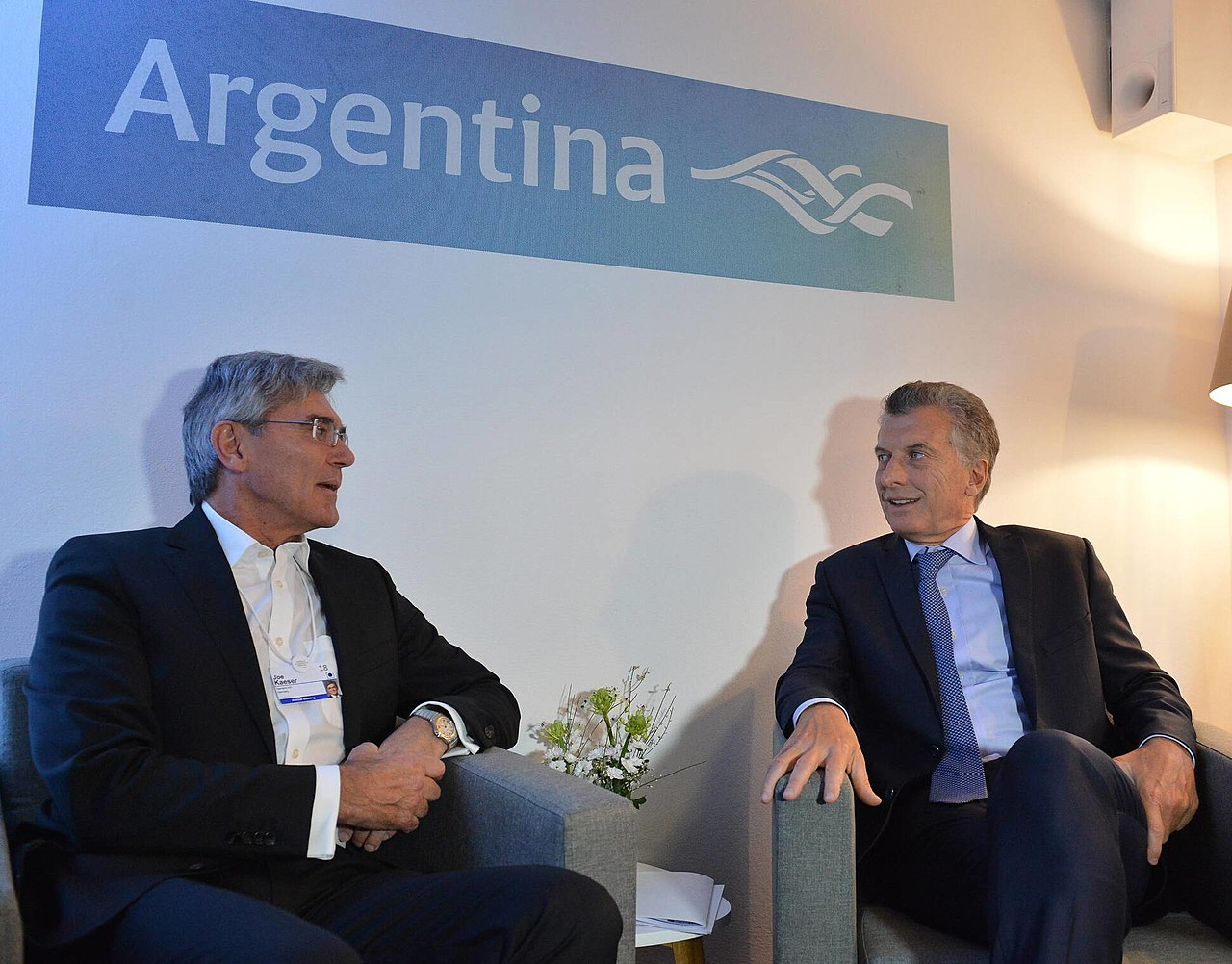 Mauricio Macri & Joe Kaeser Davos 2018.jpg