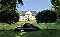 Maxhofen Schloss Hauptgebäude mit Park.jpg