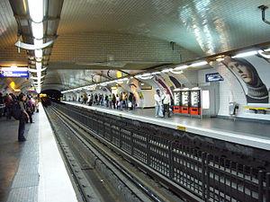 Montparnasse – Bienvenüe (Paris Métro) - Image: Metro Paris Ligne 4 Station Montparnasse Quais