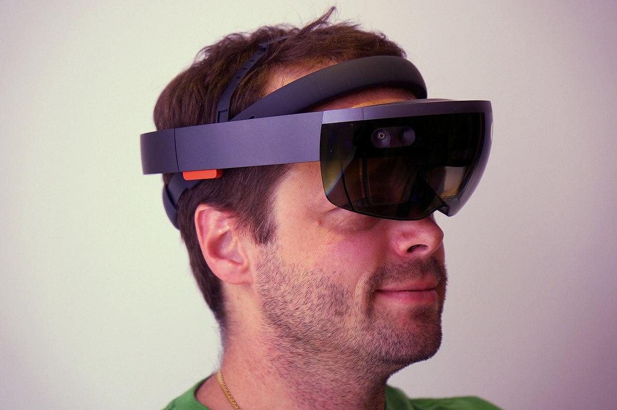 Microsoft HoloLens – Wikipedia