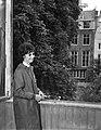 Milly Perkins bezoekt het Achterhuis aan de Prinsengracht, Bestanddeelnr 910-3996.jpg