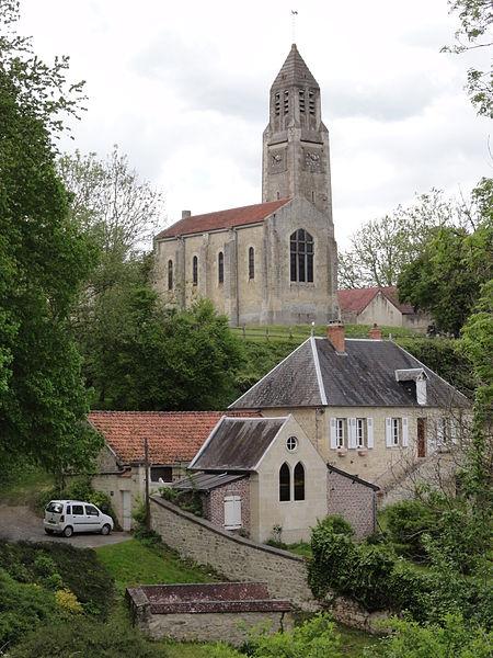 Montbavin (Aisne) l'eglise vue d'en bas