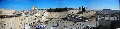 El Monte del Templo, sitio del Muro de los lamentos y de el Domo de la Roca, santuarios para el judaísmo y el islam, respectivamente.