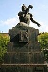 Monumento a Francesco Baracca di Silvio Monfrini (1931), Milano, veduta frontale.jpg