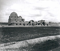 Masjed-i Varamin, a mosque built in the 1320s, is a construction of the Ilkhanid era. Picture taken in 1933 by Robert Byron