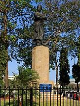 Statua w ogrodzie