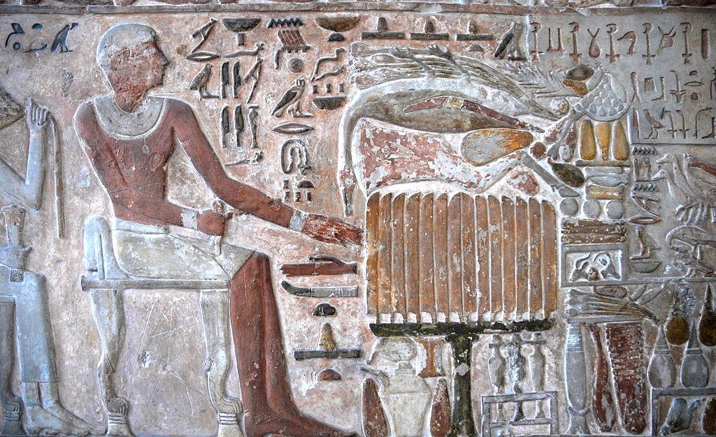Détails de la stèle de Meru, montrant les offrandes faites au mort Règne de Mentuhotep II, (2000 av. J.C.) - Musée Egyptien de Turin - Photo de Jean Pierre Dalbéra