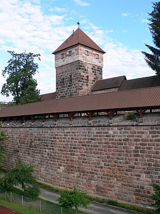 City walls of Nuremberg - Image: Nürnberg Maxtormauer Turm schwarzes H 2