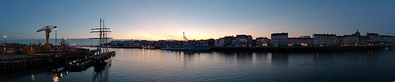 File:Nantes quais au coucher du soleil.jpg