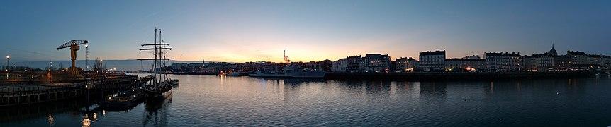 Nantes quais au coucher du soleil.jpg