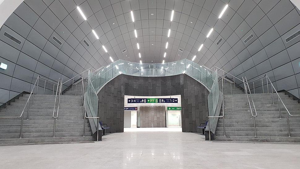 Navon rail station 7
