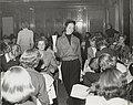 Nordiska Kompaniet. Tonårsmode 1950. Kvinna i kort ljus lumberjacka med dragkedja - Nordiska museet - NMA.0071598.jpg