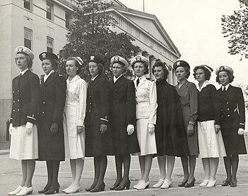 English: Navy nurses in the 1940s.