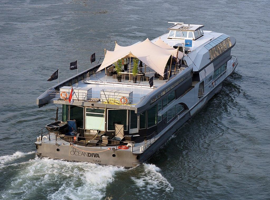 File oceandiva futura ship 1997 006 jpg wikimedia commons - Diva futura video gratis ...