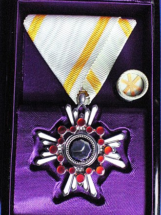 Order of the Sacred Treasure - Image: Orders of the Sacred Treasure class 6 010