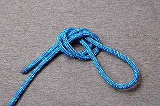 Overhand loop climbing knot