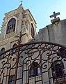 P1190506 - כנסית יוחנן הקדוש - מראה חזית ושער.JPG