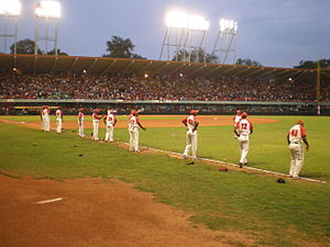 Estadio Guillermón Moncada - Players on the field in the final series against Pinar del Río, April 2008