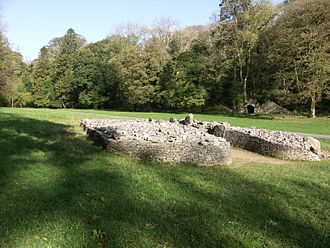 """Glamorgan - <span lang=""""cy"""">Parc Cwm</span> long cairn a Neolithic chambered tomb on the Gower Peninsula"""