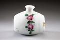 """Parfymflaska """"Springflower"""" i porslin, från 1800-talets mitt - Hallwylska museet - 93891.tif"""
