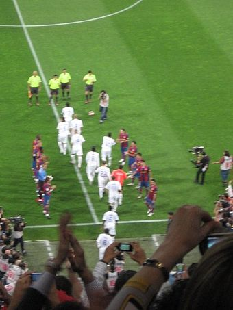 Barcelona players formed a guard of honour for Real Madrid as champions of the league. - Real Madrid C.F.
