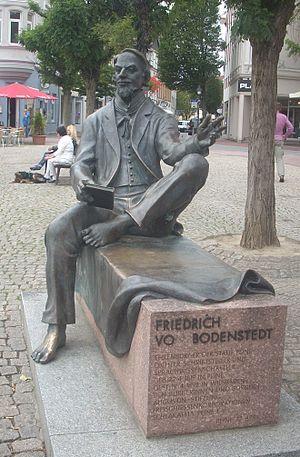 Friedrich von Bodenstedt - Statue of von Bodenstedt in Peine