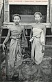 Phnom-Penh. Jeunes femmes.jpg