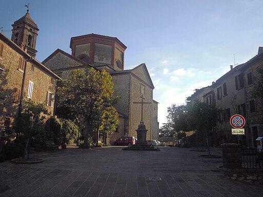Piazza del Tribunale, Collegiata di San Michele Arcangelo, Lucignano