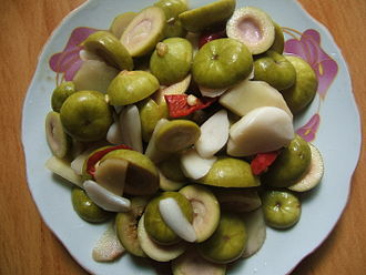 Ficus racemosa - Pickled and halved gular figs