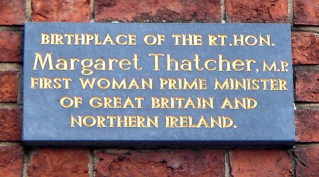 Памятная доска на доме, в котором родилась М. Тэтчер