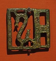 Plaque de châtelaine ajourée, décorée d'un serpent 25072
